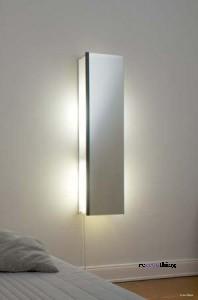 Specchio, lampada, asse da stiro