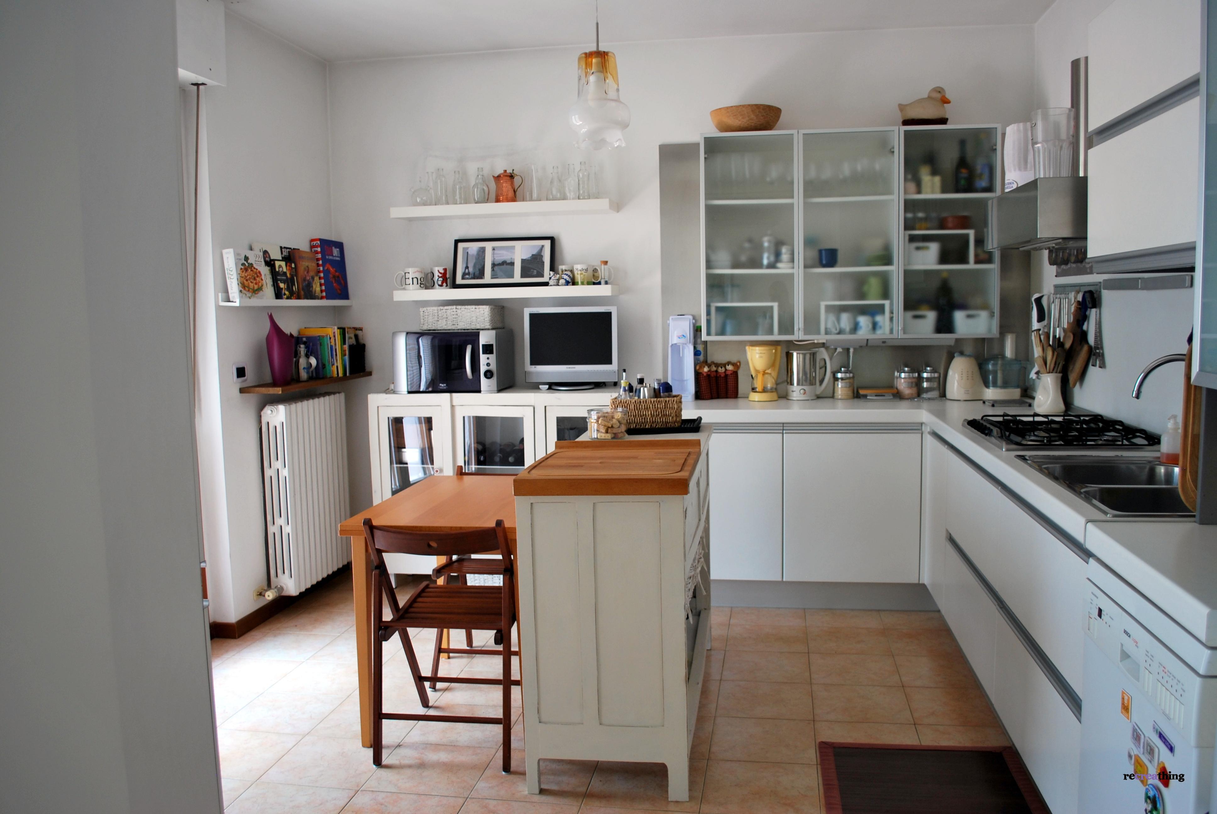 Cucina risistemata con il riciclo recreathing - Cucina ikea isola ...